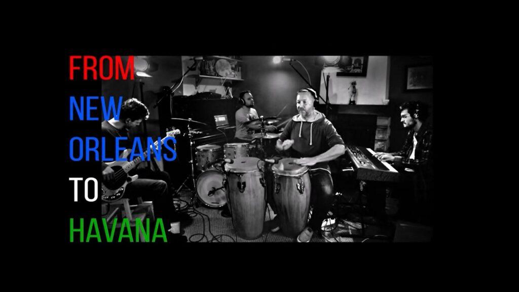 Po prawej czarno biała fotografia przedstawia muzyków grających na instrumentach. Po lewej tytuł koncertu From New Orleans to Havana.