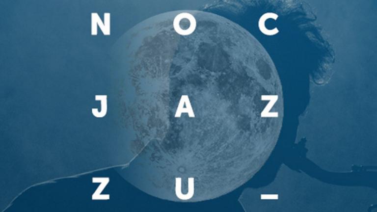 Biały napis Noc Jazzu na niebieskim tle